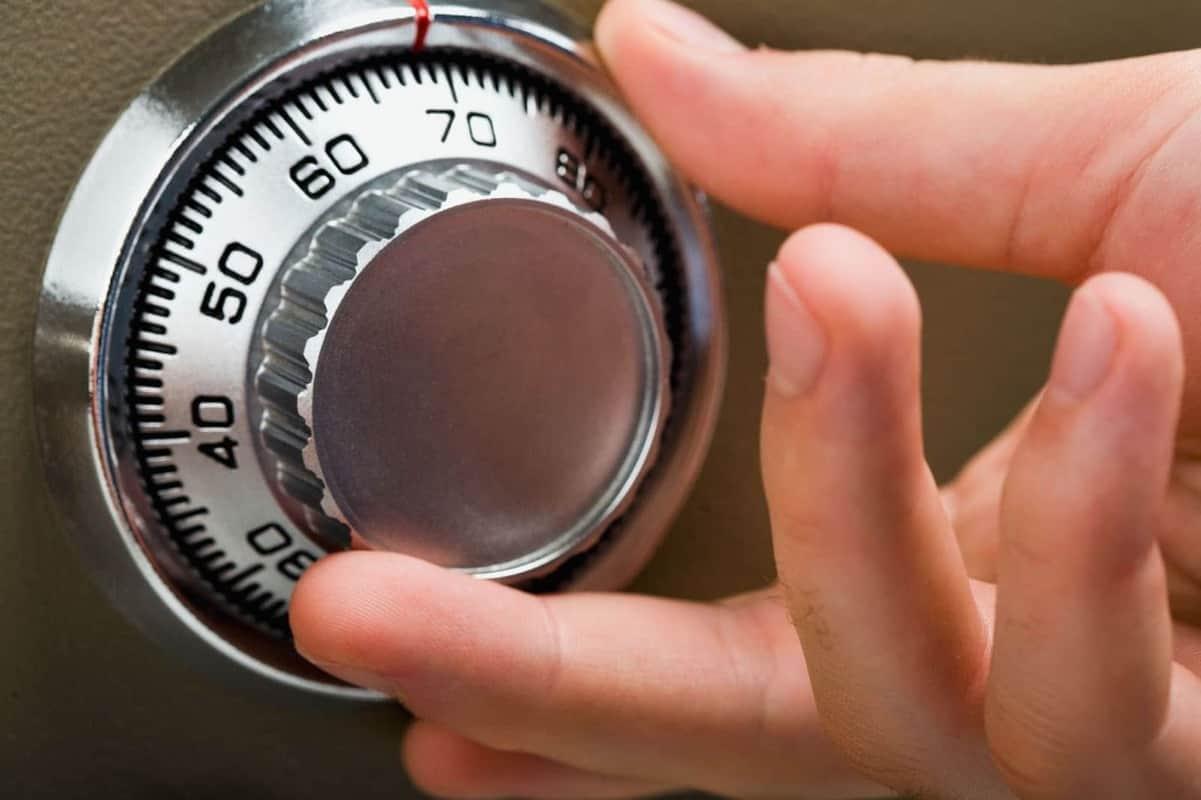 Cách phá khóa két sắt theo phương pháp thủ công