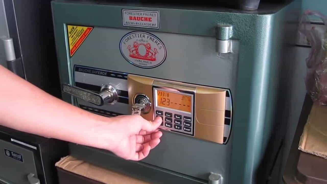 Cách thay pin két sắt