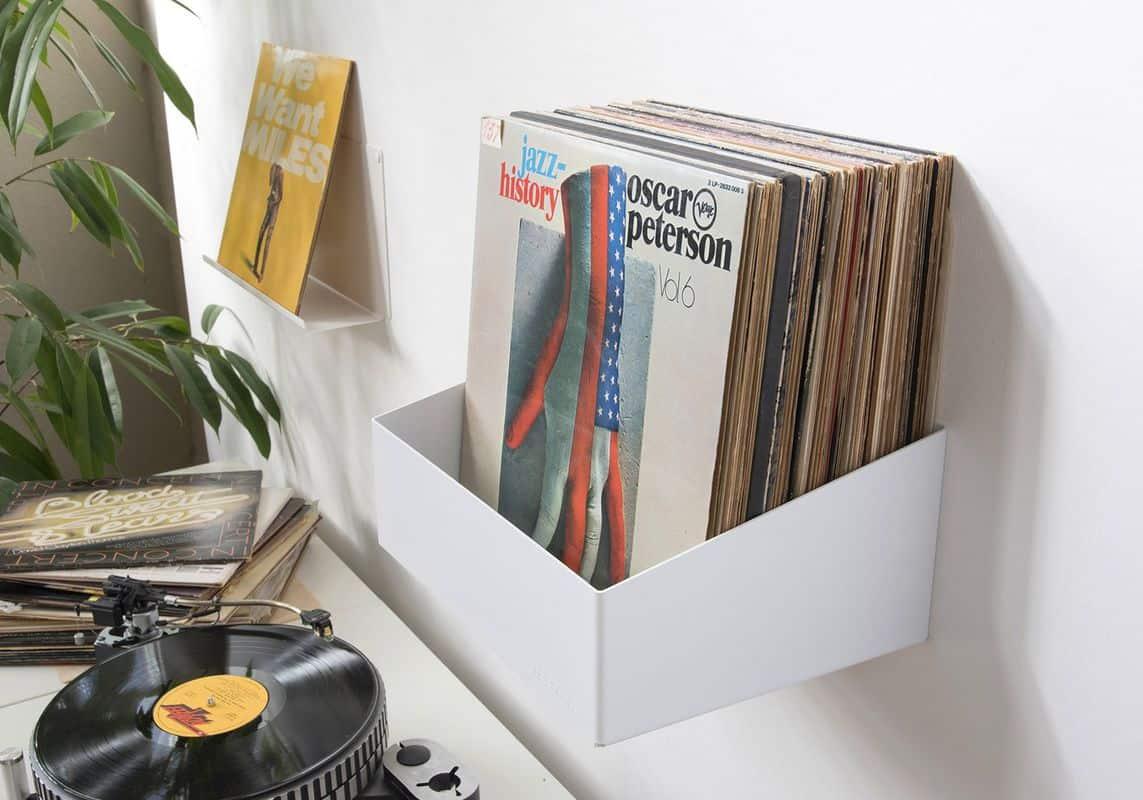 Giấu đồ trong kệ đựng CD