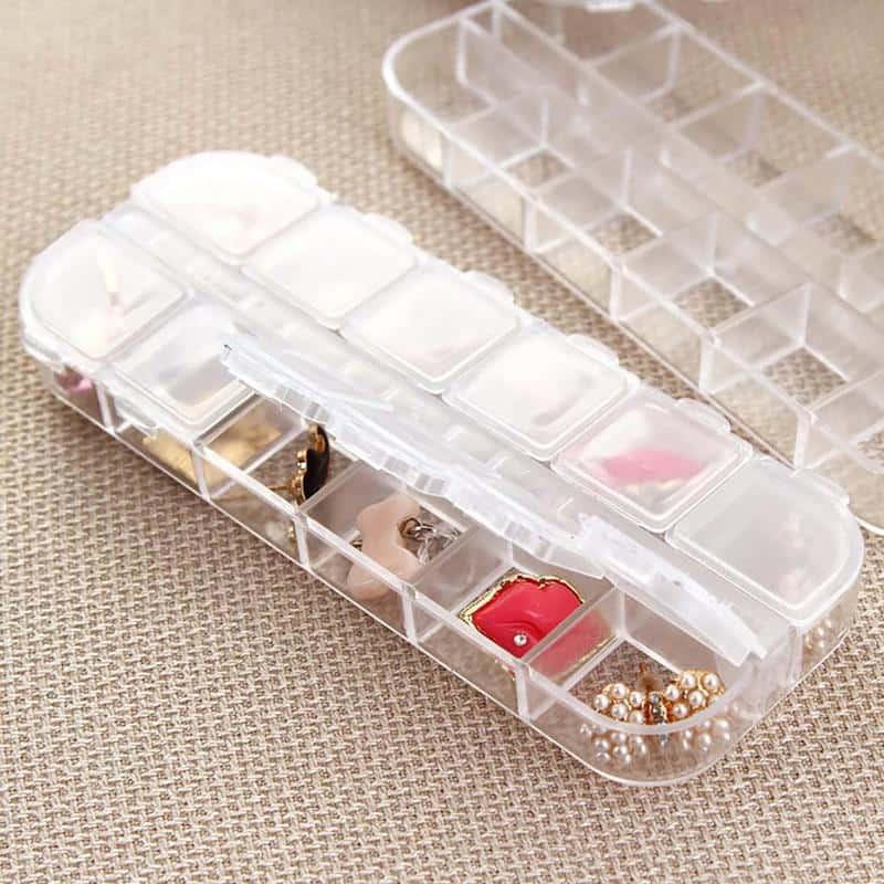 Bạn cũng có thể cất trang sức như hoa tai, nhẫn trong hộp đựng đồ ăn.