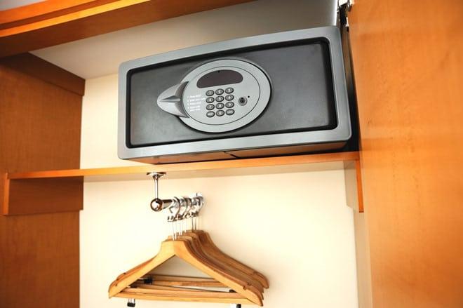 khách sạn nên trang bị những chiếc két sắt chuyên dụng dành riêng đối với ngành dịch vụ khách sạn.